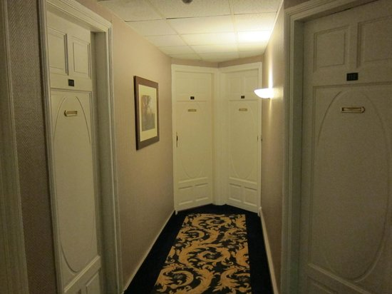 Grand Hôtel Bellevue : Typical guest room corridor