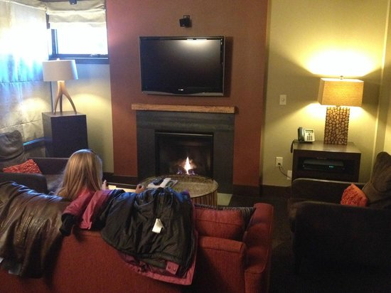 Hotel Terra Jackson Hole, A Noble House Resort: Fireplace adds to the ambience