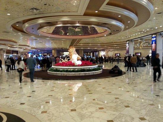 ARIA Resort & Casino: MGM Grand Lobby