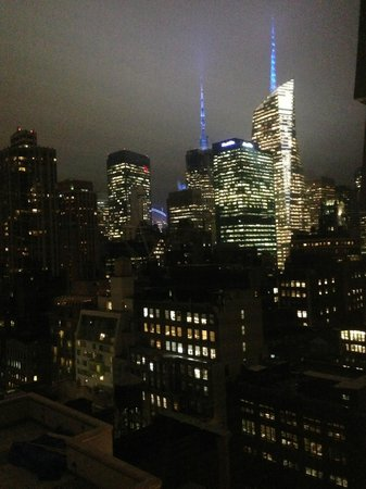 Langham Place, New York, Fifth Avenue: The view from the bath!