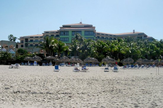 Melia Las Americas: Looking at hotel from ther beach