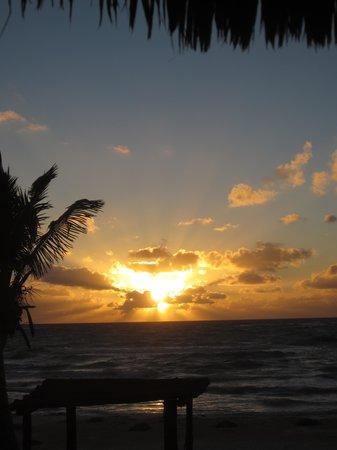 Tulum Hemingway Romantic Cabanas: Sunrise from our room