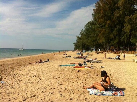 Lanta Pearl Beach Resort: Best beach in the island