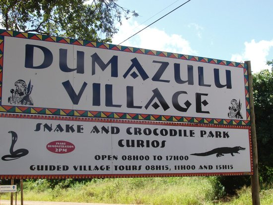 Gooderson DumaZulu Lodge and Traditional Zulu Village: Entrée du village