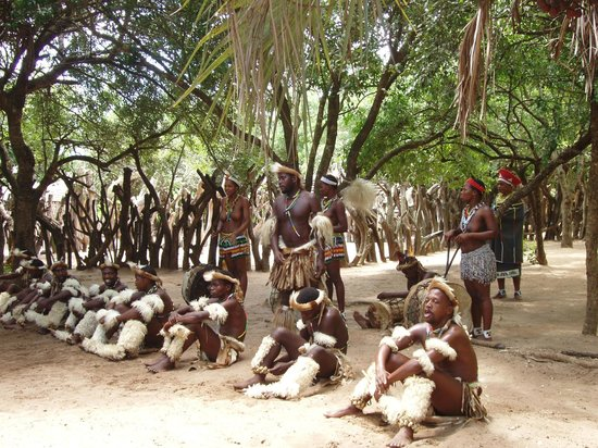 Gooderson DumaZulu Lodge and Traditional Zulu Village: Danse traditionnelle