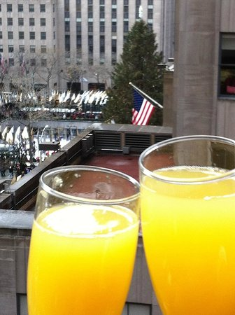 The Jewel facing Rockefeller Center: Breakfast at the next door Club Quarters, with view of Rock Center Christmas Tree & skating