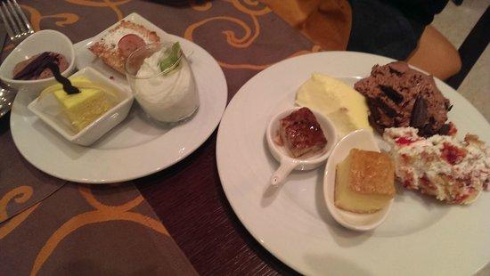 Movenpick Resort Petra : dessert selection