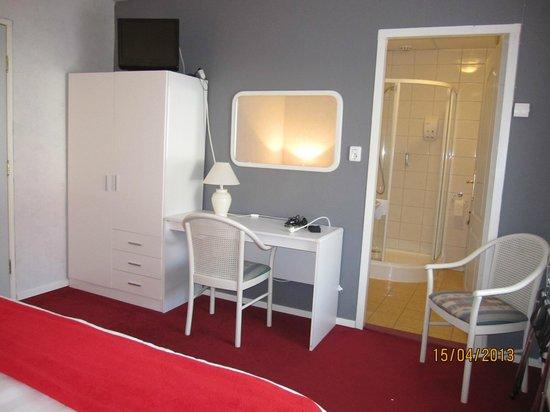 Hotel Bourtange: Tweepersoonskamer met douche en toilet en tv