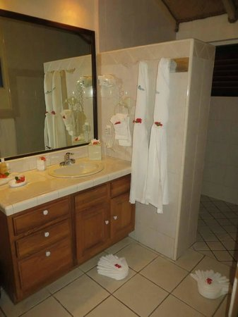 Palm Island Resort & Spa: The Bathroom of the Beach Front Villa