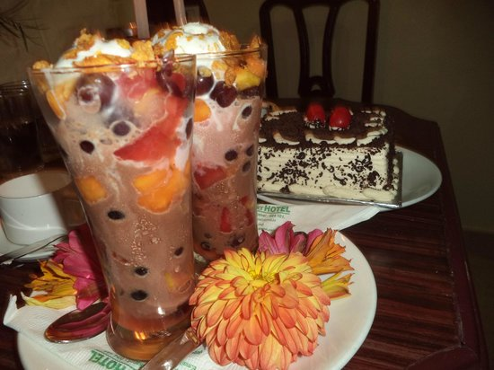Kodai Resort : honeymoon special drink and cake was real good