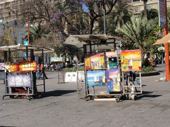 Plaza de Armas: Exposiciones  de  cuadros