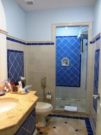Pueblo Bonito Emerald Bay: View of the second bathroom, located in the hallway