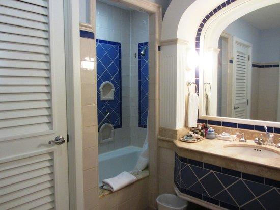Pueblo Bonito Emerald Bay : Bath off the bedroom