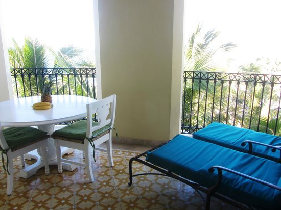 Pueblo Bonito Emerald Bay : View of our balcony (we moved the dining table out here during our stay)