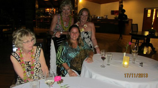 Matangi Private Island Resort : Dining with the owner Kristina sitting down
