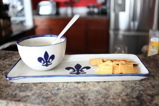 """Louisville Stoneware: 14"""" tray and 16 oz bowl"""