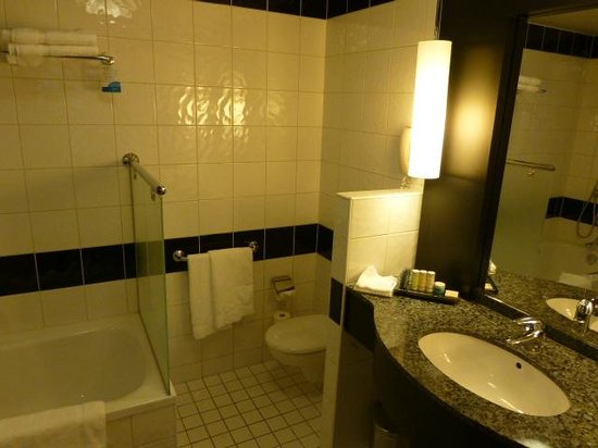 Radisson Blu Sky Hotel: Bathroom 2