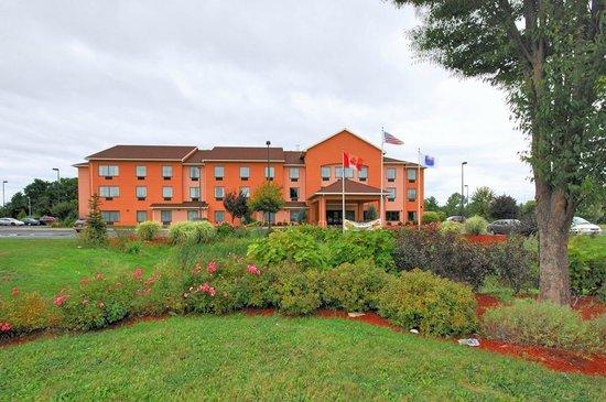 Comfort Inn & Suites Farmington - Victor: Front of Hotel