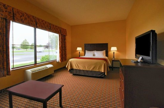 Comfort Inn & Suites: One room of 2 ROOM suite ~ Queen size bed w/pull out sofa
