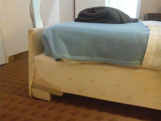 Hotel Clauzel : Lit extraordinaire