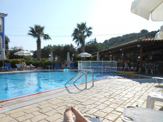 Petros Hotel: pool