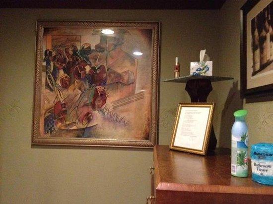 Zinful Panini Grill & Wine Bar: Bathroom