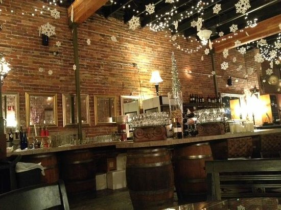 Zinful Panini Grill & Wine Bar: Bar area