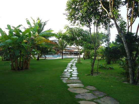 Resort La Torre : jardim do Resort