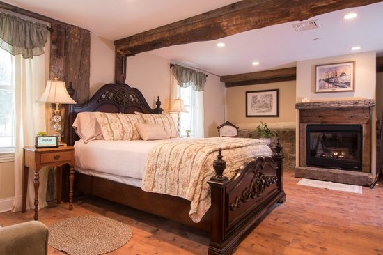 Caldwell House Bed and Breakfast: Storm King Room - Carriage House
