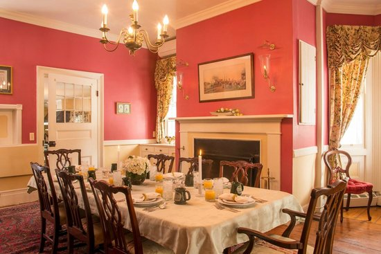 Caldwell House Bed and Breakfast: Our Formal Dining Room