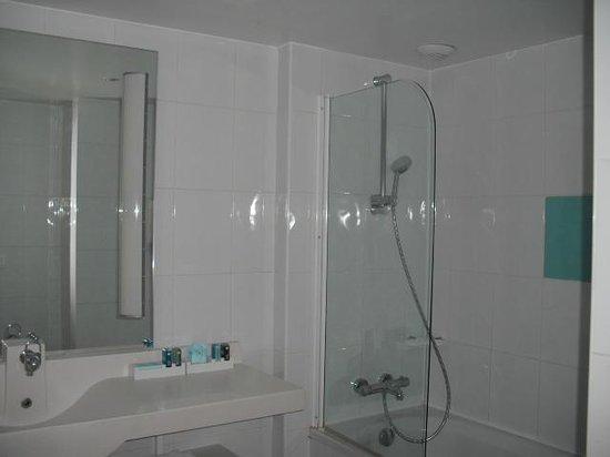 Novotel Marseille Vieux Port : une vue de la salle de bain