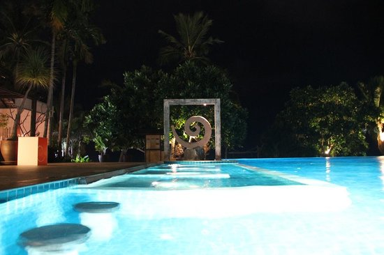 New Star Beach Resort: The pool at night