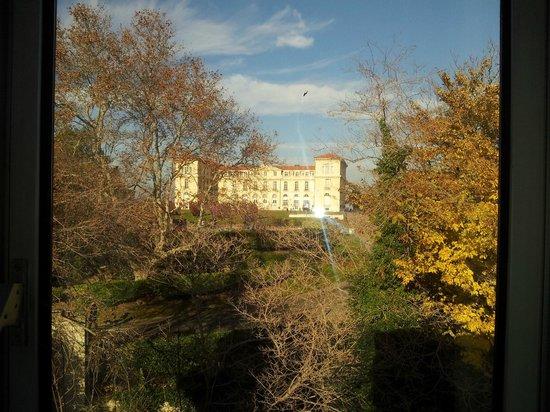 Novotel Marseille Vieux Port : Vue du Faro de la fenêtre de la chambre