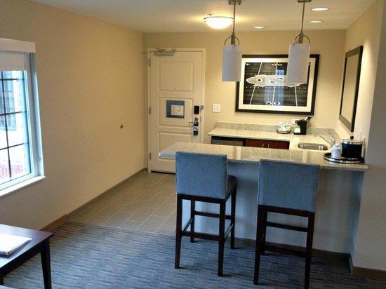 Hampton Inn & Suites Chapel Hill/Carrboro : Suite Kitchen Area