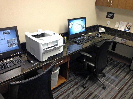 Hampton Inn & Suites Chapel Hill/Carrboro : Business Center