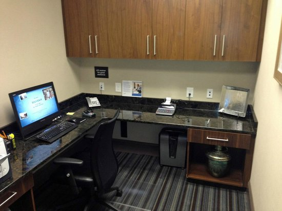 Hampton Inn & Suites Chapel Hill/Carrboro: Business Center