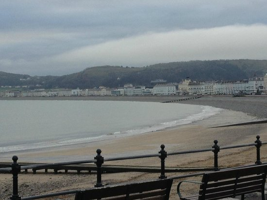 Empire Hotel Llandudno : view of the prom (1 minute walk away from hotel)