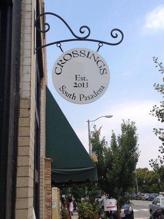 CROSSINGS : Street Signage