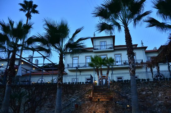 The Vintage House Douro: Night view of the hotel.