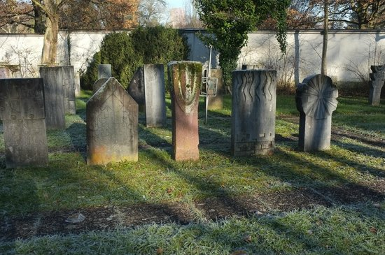 "Friedhof Sihlfeld: ""Mustergräber"""