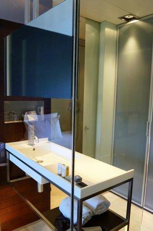 Eurostars Anglí: стеклянная ванная