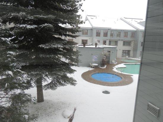 Squaw Valley Lodge: Vista da janela em 03/dez/2013