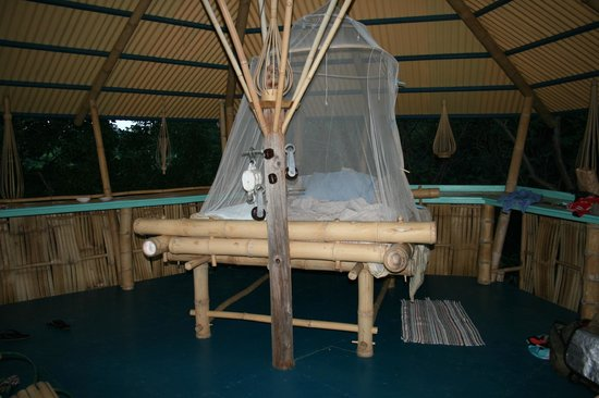 Tropical Treehouse: huge comfy bed with mosquito net