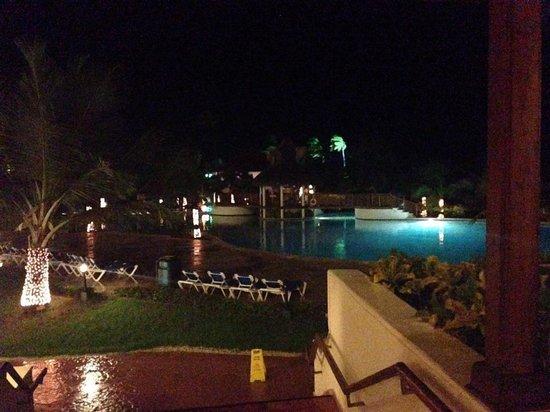 Occidental Caribe: Pool area at night