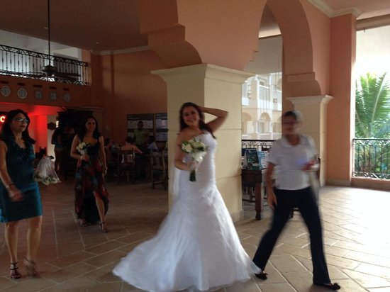 Occidental Caribe: Random bride in breeze way