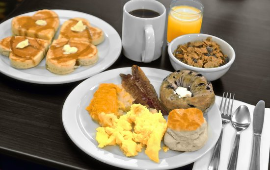 Pan American Inn & Suites: Hot and Hearty Breakfast