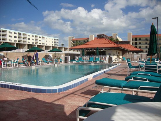 Ocean Landings Resort and Racquet Club : Heated pool and snack bar.