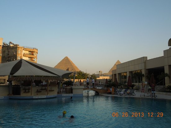 Le Meridien Pyramids Hotel & Spa : Taken from the pool.