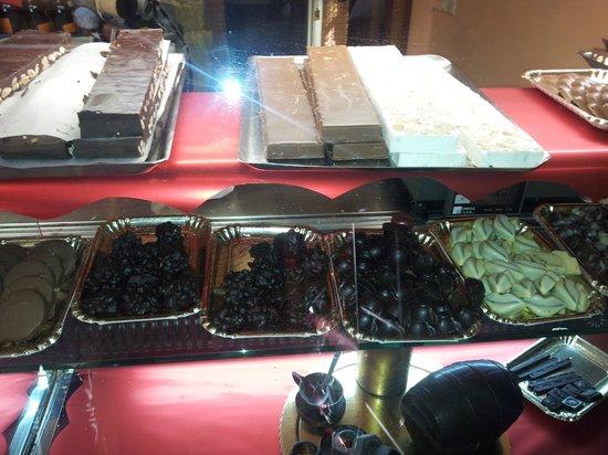 Pasticceria Bar F. Lli Salvucci: Torroni e Cioccolatini Artigianali di svariati gusti
