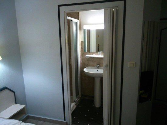 la salle d 39 eau picture of hotel de l 39 univers angers tripadvisor. Black Bedroom Furniture Sets. Home Design Ideas
